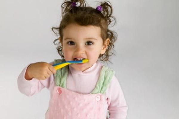 فلورايد درماني باعث جلوگيري از پوسيدگي دندانهاي کودک ميشود
