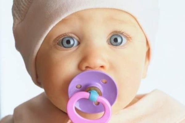 نظر پزشک اطفال و پستانک و کودک