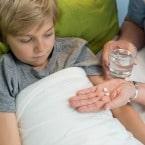 پزشک اطفال و قورت دادن قرص