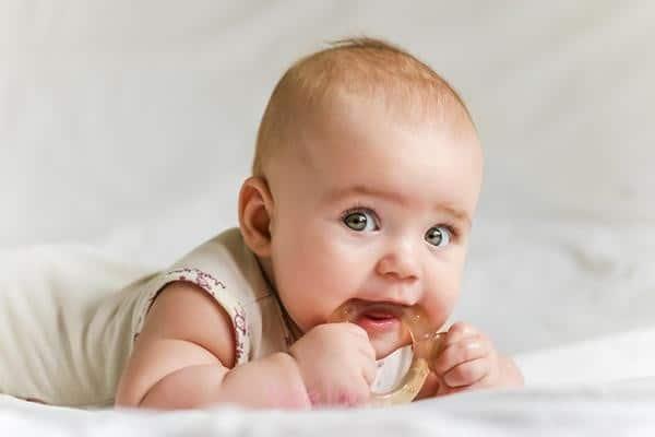 کاهش درد لثه های کودکان هنگام دندان درآوردن