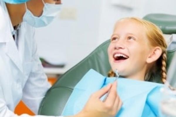 اولین مراجعه کودک به دندانپزشک اطفال