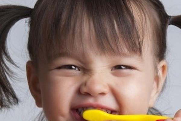 توصیه های دندانپزشک اطفال در مورد بهداشت دهان و دندان کودکان