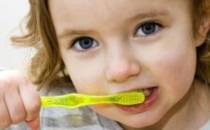 توصیه جدی دندانپزشک درباره مسواک زدن کودکان