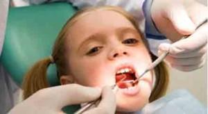 معاینات داخل دهانی و خارج دهانی توسط دندانپزشک ترمیمی