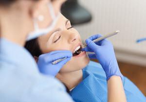درمان شکستگی تاج دندان توسط دندانپزشک ترمیمی با لیزر