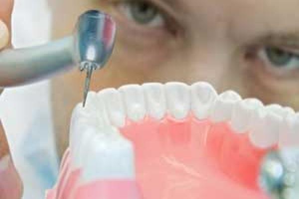 ترمیم دندان کودکان توسط دندانپزشک اطفال