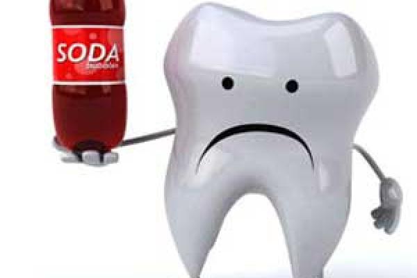 مضرات نوشابه برای دندان ها