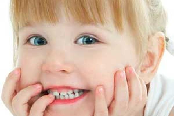 علائم پوسیدگی زودرس دندان های شیری