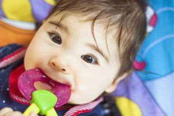 دندان درآوردن نوزادان و استفراغ