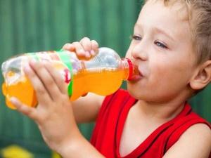 مضرات نوشیدنی های قندی برای دندان کودکان